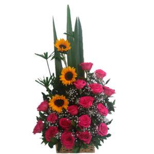 Ramo de rosas rojas y girasoles