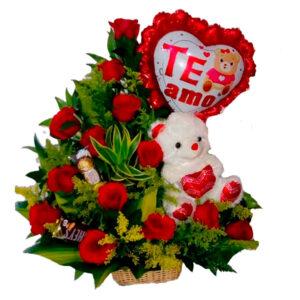 Ramo de rosas rojas con globos
