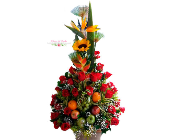 Ramo de rosas surtidas con frutas
