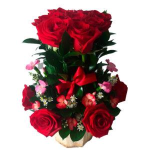 Ramo floral de rosas rojas
